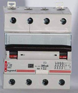 Disjoncteur differentiel 32A 4P courbe C 6kA protection 300ma type AC LEGRAND 007980 de la marque Legrand image 0 produit