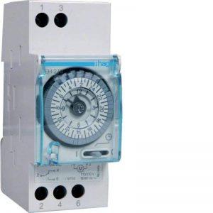 Hager-Interrupteur horaire cadran Eh210 quotidienne 16a 1 Va et Vient sans réserve de la marque Hager image 0 produit