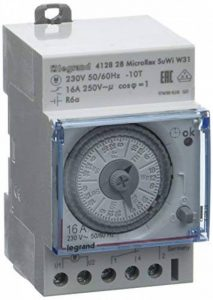 Legrand LEG412828 Interrupteur horaire programmable analogique/automatique/hebdomadaire 3 modules de la marque Legrand image 0 produit