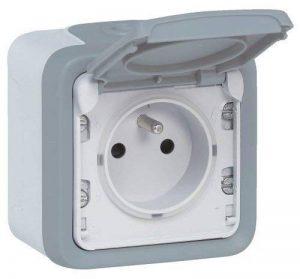 Legrand LEG69910 Prise de courant avec terre avec volet de protection apparent complet Gris Plexo de la marque Legrand image 0 produit