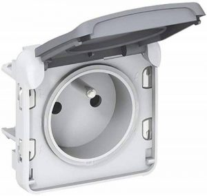 Legrand LEG69931 Prise de courant avec terre avec volet de protection à composer Gris Plexo de la marque Legrand image 0 produit