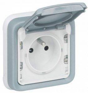 Legrand LEG69986 Prise de courant avec terre avec volet de protection à encastrer Gris Plexo de la marque Legrand image 0 produit